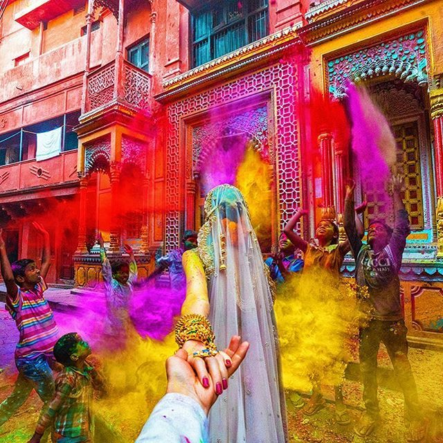 #followmeto Festival Holi in Varanasi with @natalyosmann. This is was the most fun and my favorite from the shoot :)! Follow us on Snapchat: FollowMeTo #следуйзамной на фестиваль Холи в городе Варанаси.