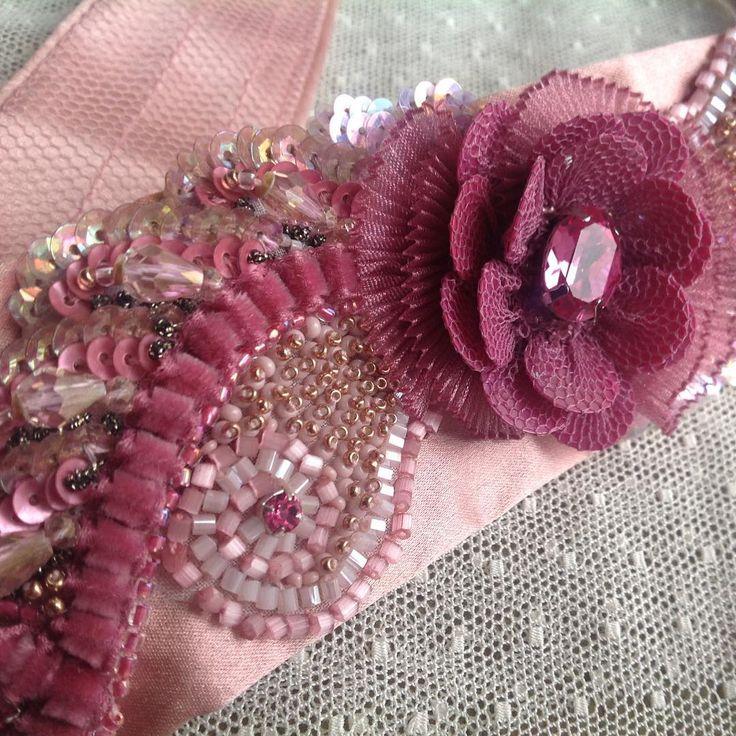 Фрагмент вышитого ободка для маленькой принцессы😊авторская вышивка.#бисер #жемчуг #пайетки #стразы#шелк#украшения_от_людмилы #embroidery