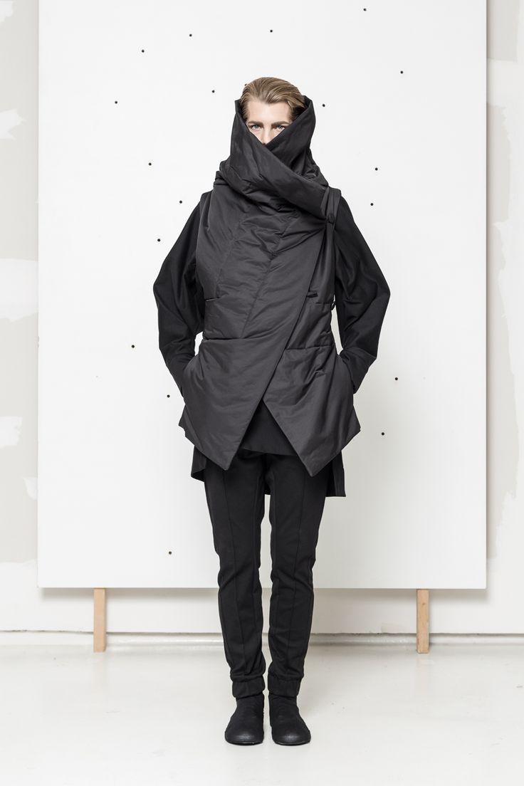 Black vest, also in nugat and olive www.hanazarubova.cz