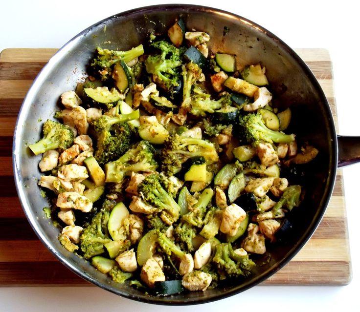Dietetyczny kurczak z brokułami i cukinią