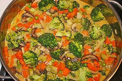 Brokkoli, Karotten und Pilze in Kokos Curry Sauce, ein gutes Rezept aus der Kategorie Gemüse. Bewertungen: 143. Durchschnitt: Ø 4,3.