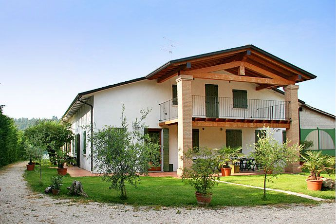 Farm Holiday Breda - Cavriana ... Garda Lake, Lago di Garda, Gardasee, Lake Garda, Lac de Garde, Gardameer, Gardasøen, Jezioro Garda, Gardské Jezero, אגם גארדה, Озеро Гарда ... Welcome to Farm Holiday Agriturismo Breda. Farm Holiday Breda is a recently restored holiday farm, which is surrounded by vegetation and immersed in the tranquillity of a small village in the morainic hills. 4 two-roomed flats with private toilette, Tv and independent central heati