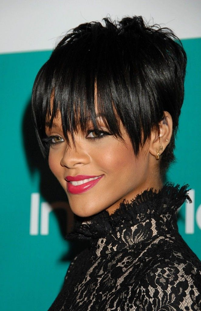 coupe de cheveux courte de rihanna en 2008 beautiful. Black Bedroom Furniture Sets. Home Design Ideas