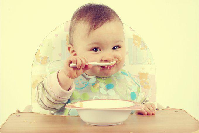 Depois de avaliar crianças e adolescentes obesos, um estudo americano publicado na revista Clinical Pediatrics concluiu que é nos primeiros anos de vida que uma pessoa aprende a comer. Segundo os p…
