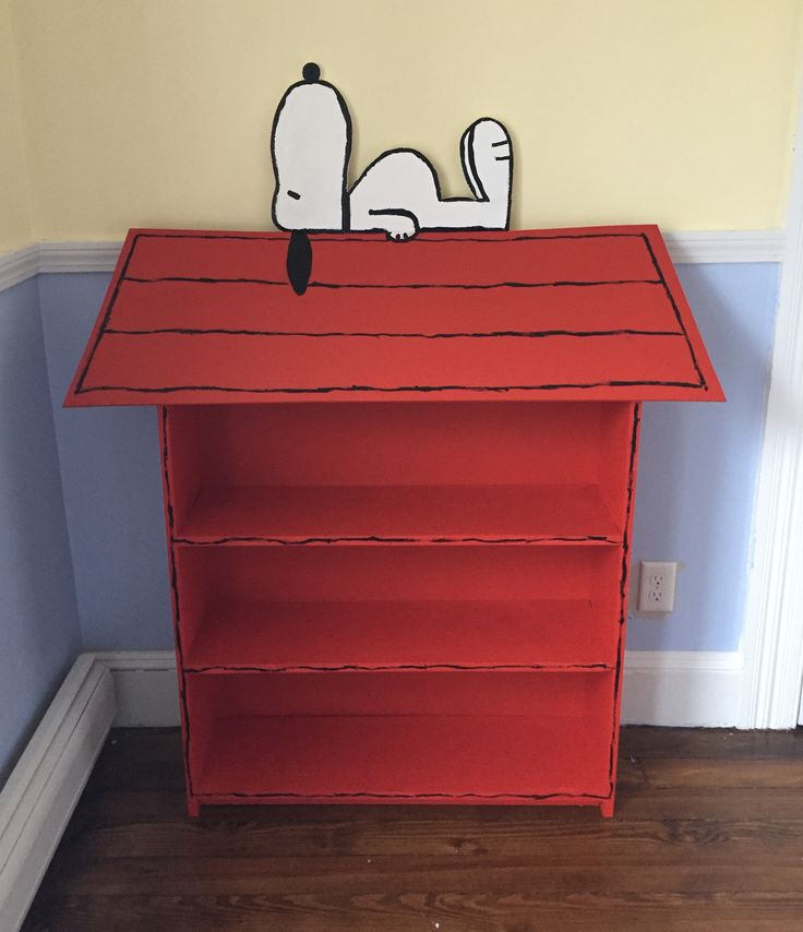DIY Snoopy Doghouse Bookcase for Snoopy Nursery