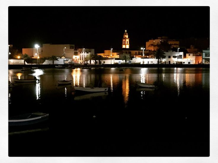 El Charco at night. Episch centrum van lekkere restaurantjes in Arrecife. #shotoniphone7plus #travel #travellingthroughtheworld #foodlocation