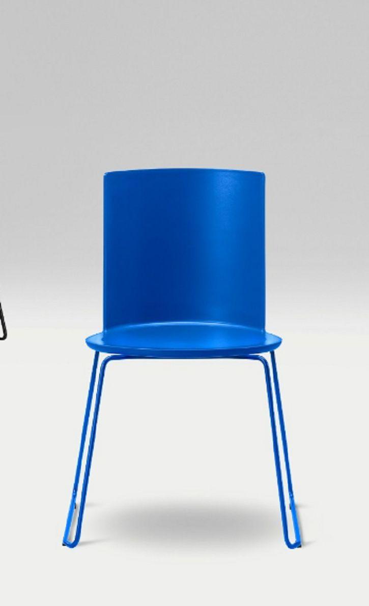 Blue Scandinavian chair   Blauwe Scandinavische stoel