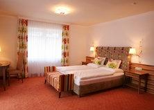 http://www.neuhaus.co.at/hotel-saalbach-salzburger-land.de.htm  Einzel- und Doppelzimmer in Saalbach.