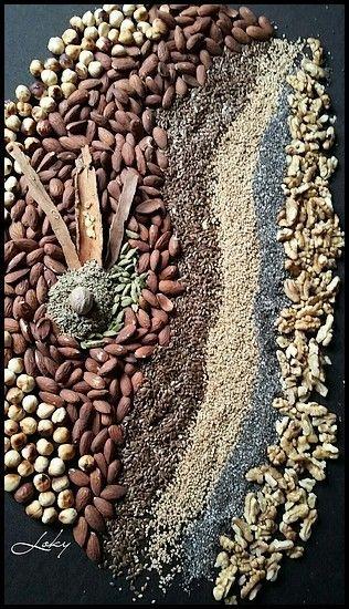 Le sellou est une gâterie marocaine sucrée, fait à base de farine dorée, de fruits secs et d'épices, bien énergétique pour parer aux longues heures de jeûne du mois sacré de ramadan. Il est LE met incontournable des tables ramadanesques mais aussi dans...