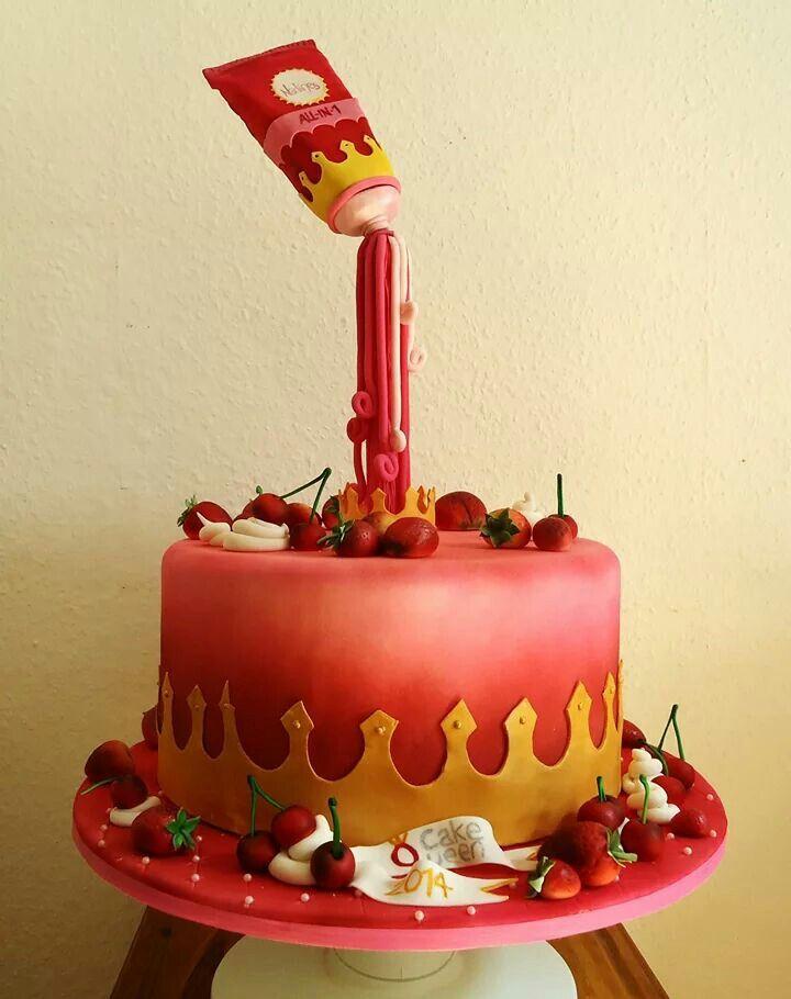#anti_gravity_cake #Torte_mit_schwebendem_Element #straberries #cherry #Erdbeeren #Kirschen #airbrush #queen #pink_cake