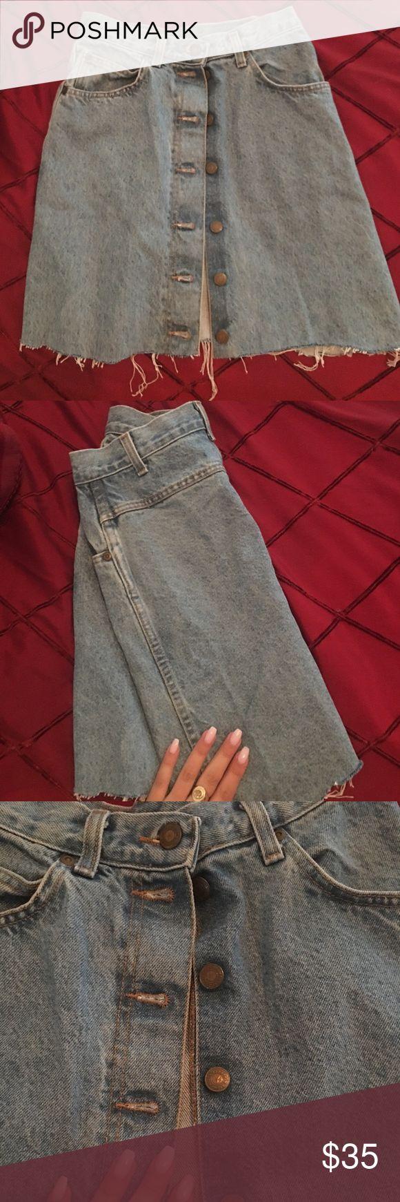 Vintage high waisted jean skirt Vintage high waisted jean skirt! Super cute! Size S 💙 Vivaldi Skirts High Low