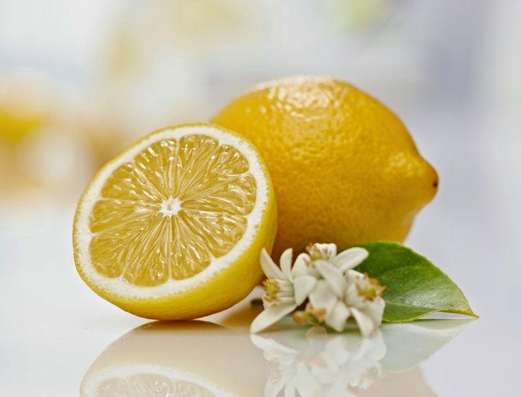 Ce fruit ensoleillé est l'un des plus populaires.Nous le mangeons pour la prévention du rhum, en ingérant un bon thé au citron.En outre, il abaisse la pression sanguine et est utile pour les maladies rénales.