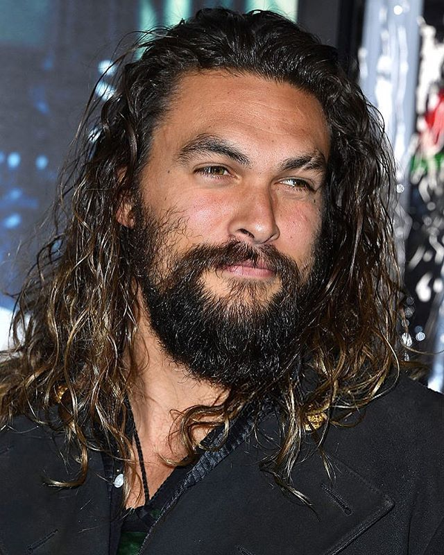 #JasonMomoa arrives at the Premiere Of Warner Bros. Pictures' 'Live By Night' at TCL Chinese Theatre on January 9, 2017 in Hollywood, California. (Photo by Steve Granitz/Getty Images)