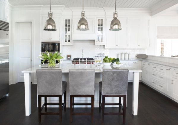 Benson Pendant Lights Bring An Antique Touch To This Modern White Kitchen | Covet Edition | #white #kitchen #pendant | See more at www.covetedition.com