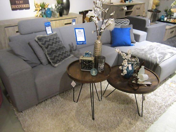 bank, bijzettafels, tafels, hout, indonesië, klok, vaas, bloem, kussens, plaid, grijs, blauw, zilver, inspiratie, decoratie, styling, pronto, wonen, home