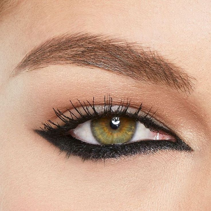 Bring your liner to the next level! Switch up your typical look and reverse the wing with lasting drama gel eyeliner for a fresh new take on a cat eye. #mnyliner
