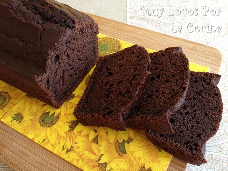 Twittear     Este bizcocho hará las delicias de los amantes del chocolate. Tiene un sabor intenso a chocolate con un toque d...