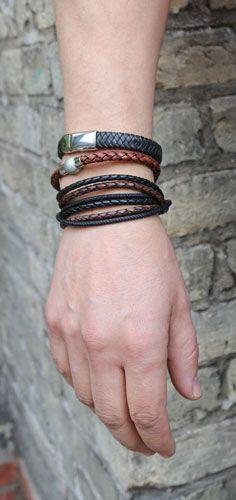 Armbånd i sort og brun læder