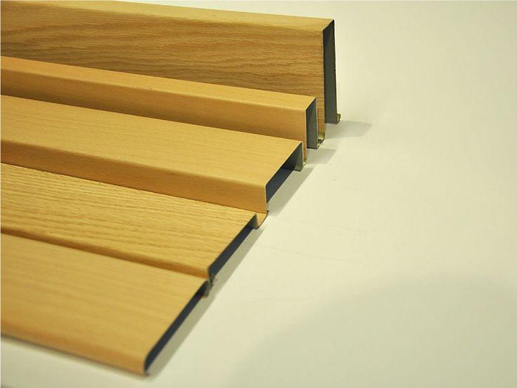 """Los cielos rasos Woodlines HunterDouglas® estan conformados por paneles metálicos que pueden ser fabricados en los paneles Baffle, """"U"""", y Timberline, estos paneles son enchapados en madera natural 0,4 mm de espesor y de largo máximo 5,0 metros"""
