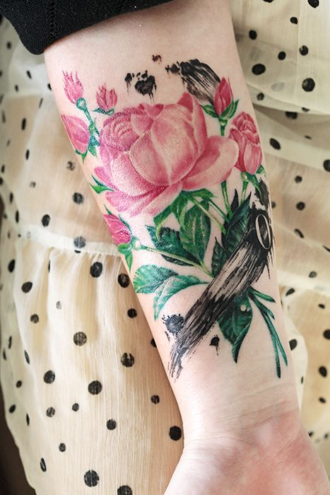My lovely tattoo with roses, brush strokes and the letter O (for my husband). Done at Zoi Tattoo Stockholm by the talented Ellen Westholm.