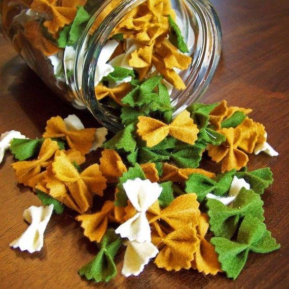 Krawättli-Nüdeli aus Filz hergestellt für den Spielladen