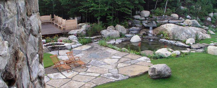 Petite cascade d 39 eau et son bassin un ext rieur avec for Eau verte bassin exterieur