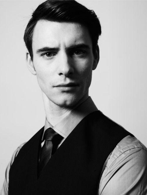 Harry Lloyd - I find him so extremely attractive when he makes this face.