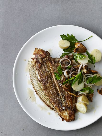 Pan fried plaice with new potatoes, chanterelles, shallots and parsley ...