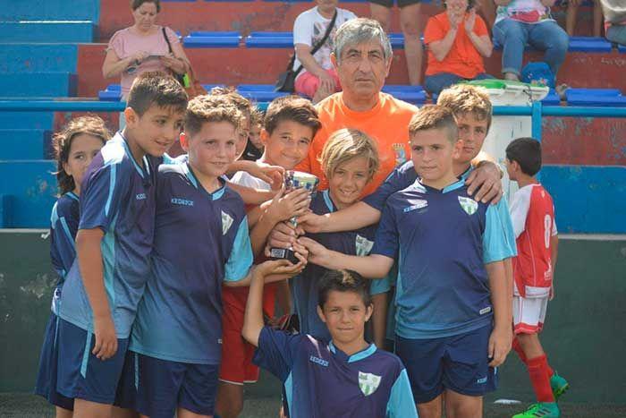 Concluye la XIITorneo de Fútbol Base de la Axarquía que organiza la Escuela de Fútbol Base Torreño y que homenajea a uno de sus creadores, José Antonio Cuadra.   #axarquia #futbol base #torneo