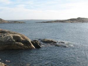 Gillar man att bada och funderar på att bege sig ut till Göteborgs norra skärgård för att ta sig ett dopp så finns det en rad olika badplatser att välja på till exempelvis Hönö/Hästen, Jungfruviken & Lapposand, Öckerö/Hjälvik & Saltasviken, Hälsö/Tjolmen. Björkö/Klarvik, Fotö/Vivik, Kalvsund/Körrgårn, Grötö/Knöten, Knippla/Tranbärsviken, Hyppeln/Sandtången & Rörö/Gula skären