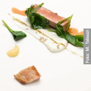 Agnello sambucano cotto arrosto, formaggio fresco di capra e bietole. Chef Enrico Crippa  http://www.identitagolose.it/sito/it/ricette.php?id_cat=12&id_art=1442&nv_portata=22&nv_chef=&nv_chefid=&nv_congresso=