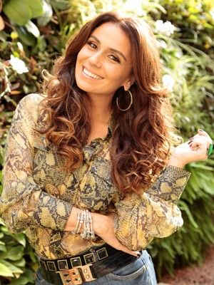 Giovanna dá truque caseiro para dar brilho aos cabelos (Foto: Salve Jorge/TV Globo)
