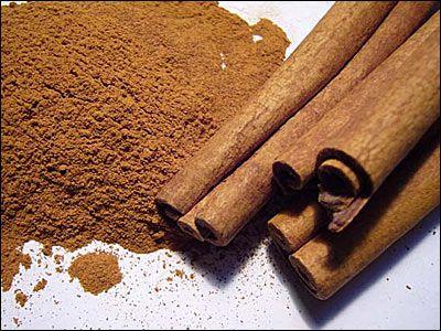 Cuprins:Imbunatatirea starii de spirit cu scortisoaraRegleaza nivelul glucozei din sangeReduce senzatia de foame Nutritionistii spun ca scortisoara este unul dintre condimentele banale. Totusi, putini stiu toate marile beneficii sale, care depasesc cu mult aroma din placinta cu mere. Adeptii medicinei din China antica sustin ca scortisoara este un medicament cu multiple valente. Iata care sunt […]