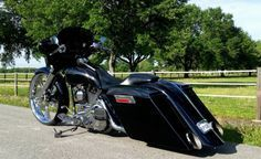 CUSTOM HARLEY STRETCHED AND LOWERED BAGGER
