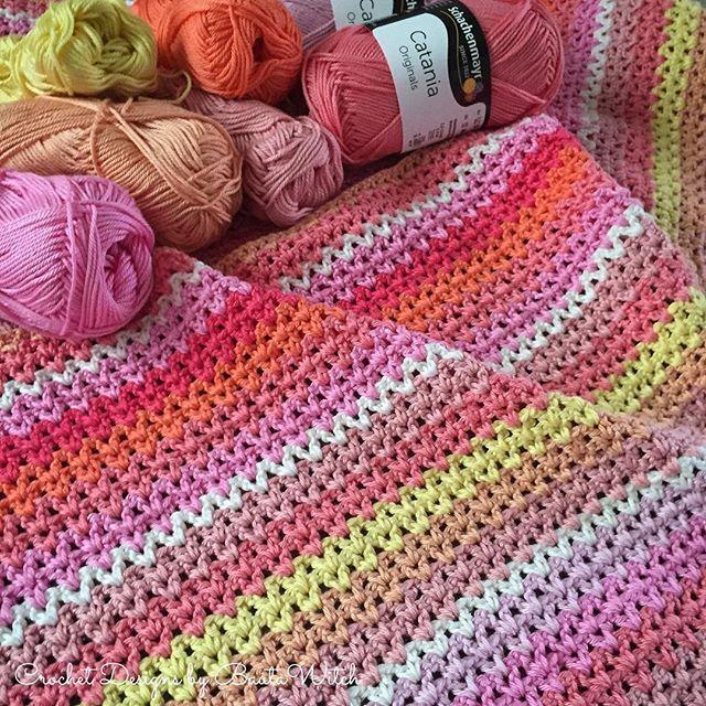 Jag har börjat virka på en v-stitch pläd. Hur glad blir man inte av dessa vackra sorbéfärger av Catania!?  #virka #virkat #virkning #crochet #bautawitch #catania #pläd