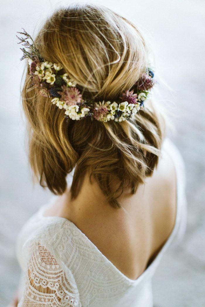 Discrète couronne de fleurs pour le Jour J