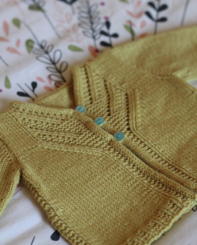 And this is the dinkiest size of Islay (new pattern-link in profile). Couldn't find any babes to model this one!