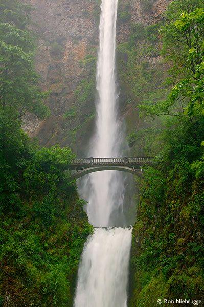 Multnomah Falls, Columbia River Gorge National Scenic Area, Oregon