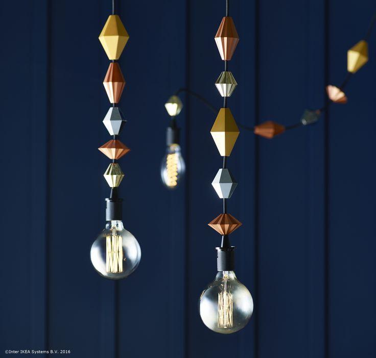Poți personaliza cablurile lămpilor cu ajutorul decorațiunilor SÄTTRA. Așa, ele capătă un aspect deosebit și original.