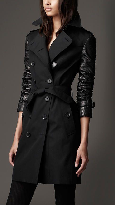 TROP COURT Trench-coat long en gabardine de coton à manches en python | Burberry