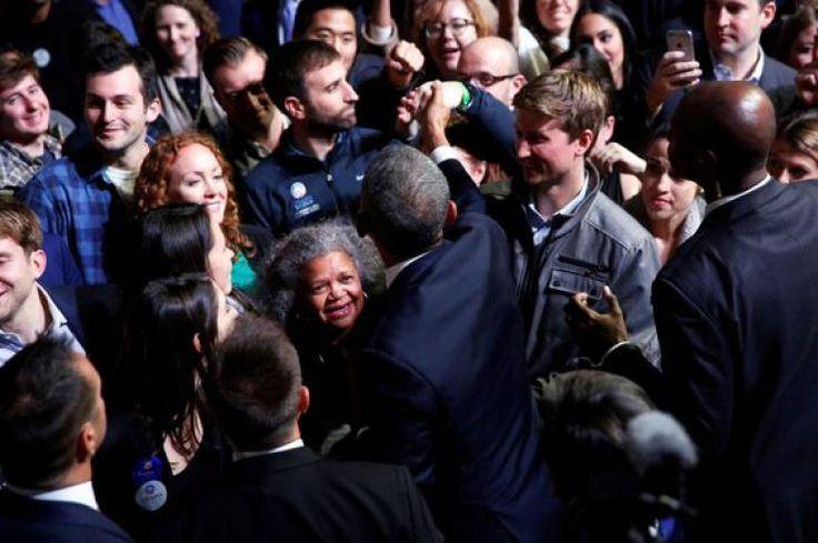 Ému aux larmes lors de ses adieux, Obama rend hommage à sa femme et ses filles - SFR News