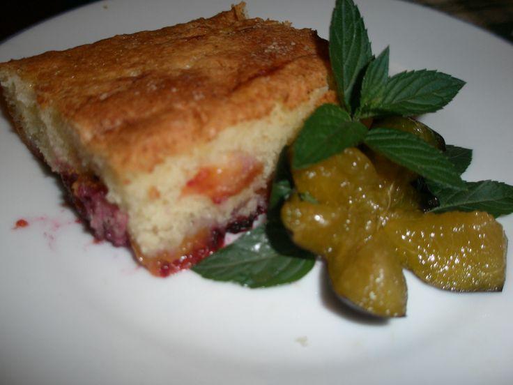 Hrnčekový slivkový koláč