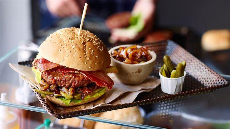 W Kuchni Lidla znajdziesz przepis na cebulową konfiturę, która sprawdzi się jako dodatek do ostrego burgera i innych mięsnych dań z grilla!