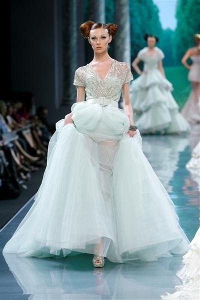 Christian Dior défilé Haute Couture automne hiver 2008 2009 robe en tulle vert pale brodée