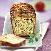 Découvrez la recette Cake aux légumes de fin d'été sur cuisineactuelle.fr.