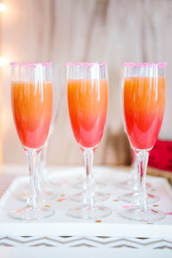 Signature wedding cocktails - the colours of a sunset. Image: Candice Stringham via Handmade Mood