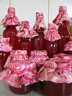 kb. 40 dkg rózsaszirom (csak vegyszermenteset használjunk) 1,5-2 liter szűrt vagy alacsony ásványianyag tartalmú víz 1 kg cukor ...