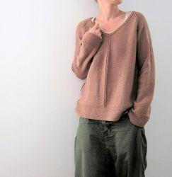 Пуловер регланом спицами Carina с V вырезом и ложными швами…