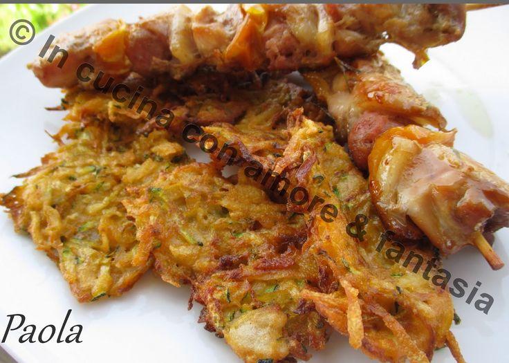 Brochetas de pollo con buñuelos de calabacín