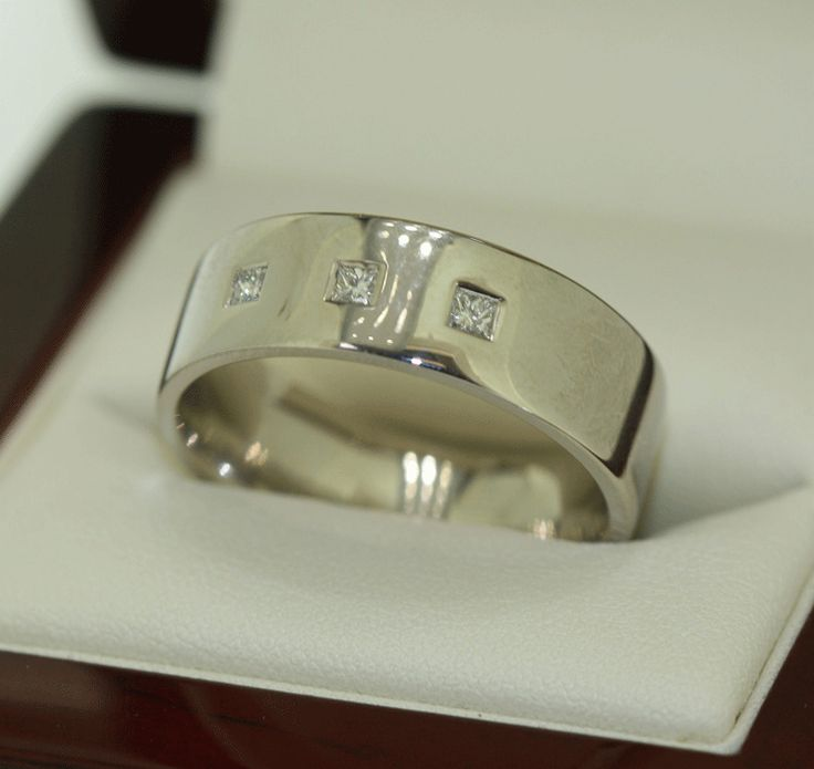 3 stone diamond ring!  LOVE!  HIS for HIM ...#diamondsinternational #love #marryme #dressring #weddingring #engagementring #diamonds #bling #sparkle #mensrings